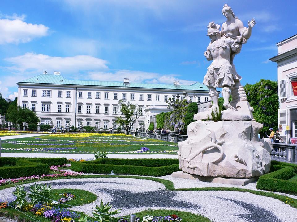 ผลการค้นหารูปภาพสำหรับ สวนมิราเบล (Mirabell Garden)